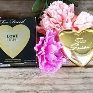 NIB Too Faced Love Light Highlighter